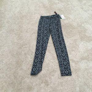 Grey Damask pattern on black legging